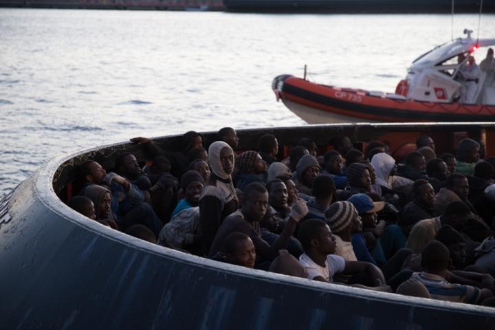 Refugees arrive in Reggio di Calabria, Italy. Photographers: Andrea Patiño Contreras and Gabriela Arp