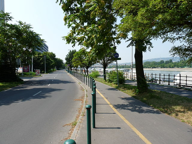 640px-bicycle_road_along_the_ujpest_quay